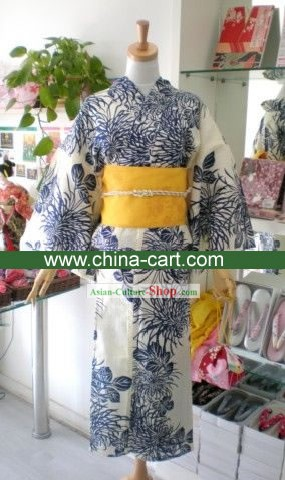 Traditional Chrysanthemum Japanese Kimono Handbag and Geta Full Set