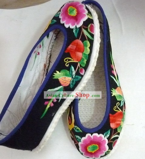 Traditional Chinese Hanfu Embroidered Flower Cloth Shoes