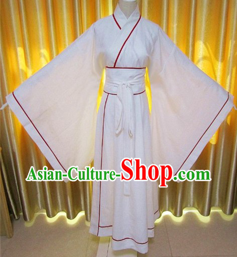 Ancient Chinese Han Dynasty White Clothing and Robe