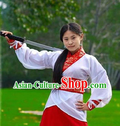 Ancient Chinese Han Dynasty Swordswoman Costume