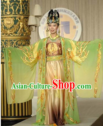 Chinese Imperial Dressing Empress Costume and Hair Accessories in China