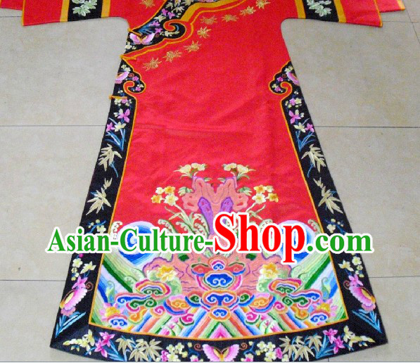 Traditional Chinese Red Embroidery Wedding Robe for Brides