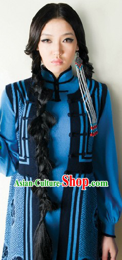 Chinese Traditional Mongolian Clothing