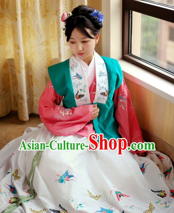 Ancient Chinese Ming Dynasty Embroidered Butterfly Clothing for Women