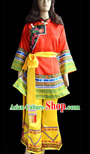 Traditional Chinese Miao Clothes and Belt for Women