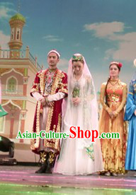Traditional Chinese Xinjiang Wedding Dresses for Brides and Bridegrooms