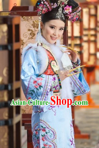 Qing Dynasty Manchu Zhen Huan Embroidered Clothes and Headpiece for Women