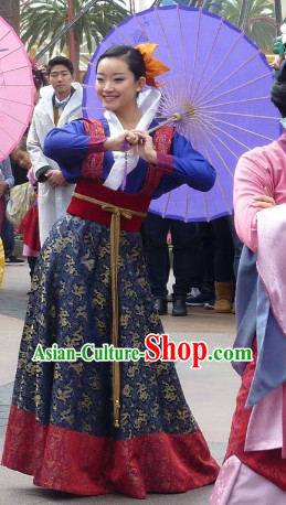 Ancient Chinese High Collar Female Costumes and Umbrella Complete Set