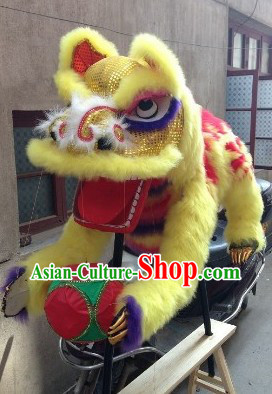Display Handmade Lion Playing Ball Furnishing Arts for Museums or Shopping Malls