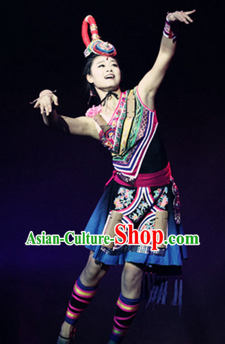 Traditional Chinese Ethnic Minority She Costumes and Headwear