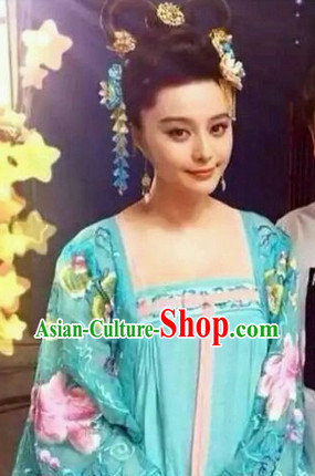 The Empress of China Blue Embroidery Clothes and Hair Jewelry