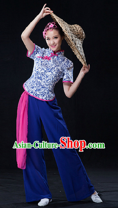 Traditional Chinese Singing Group Village Girl Clothes and Bamboo Hat