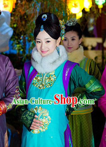 Ancient Chinese Pregnant Woman Costumes and Hair Decorations