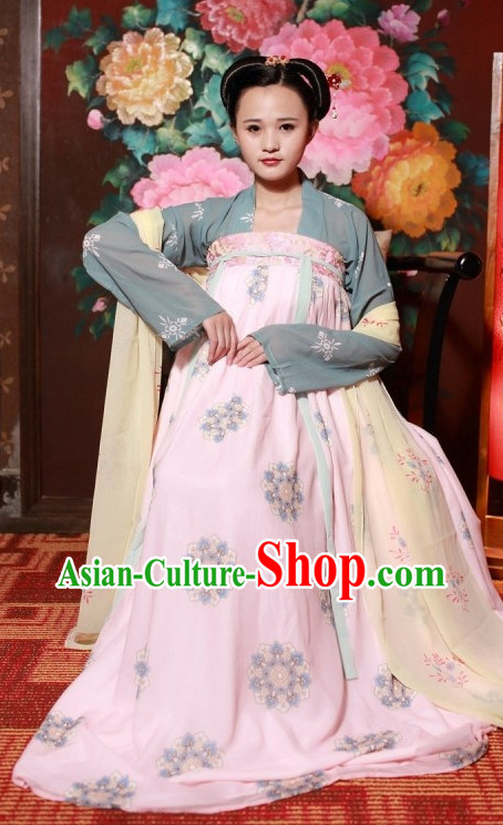 Traditional Chinese Clothes in Tang Period