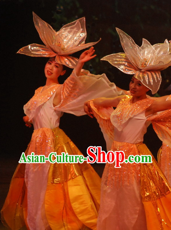 China Yunnan Province Lijiang Stage Dance Costumes and Hat for Women
