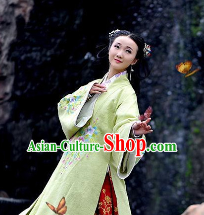 Chinese Classical Ming Dynasty Lady Clothes and Hair Accessories for Women