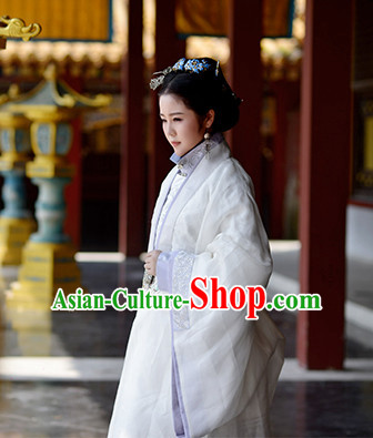 Chinese Ancient Ming Dynasty Lady Clothes and Hair Accessories for Women