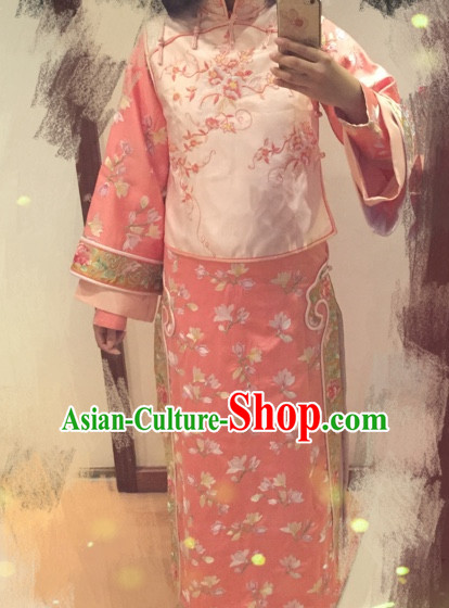 Chinese Traditional Qing Dynasty Princess Gowns and Hair Accessories for Women