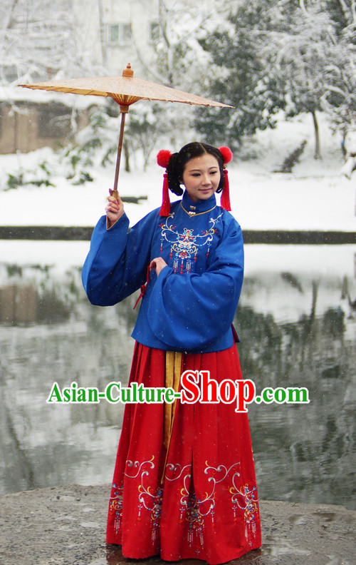 Ancient Chinese Ming Dynasty Winter Noblewoman Clothes and Hair Accessories Complete Set