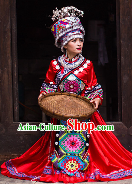 Chinese Ethnic Groups Wear Dresses Traditional Clothing for Women