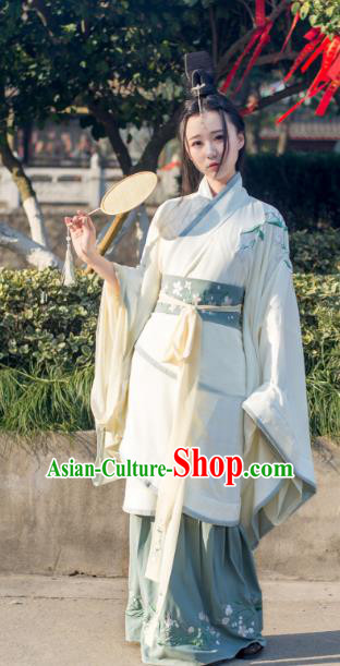 Traditional Ancient Chinese Young Lady Hanfu Embroidered Costume White Curve Bottom, Asian China Han Dynasty Imperial Princess Clothing for Women