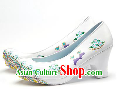 Traditional Korean National Wedding Embroidered Shoes, Asian Korean Hanbok Bride Embroidery White Satin High-heeled Shoes for Women