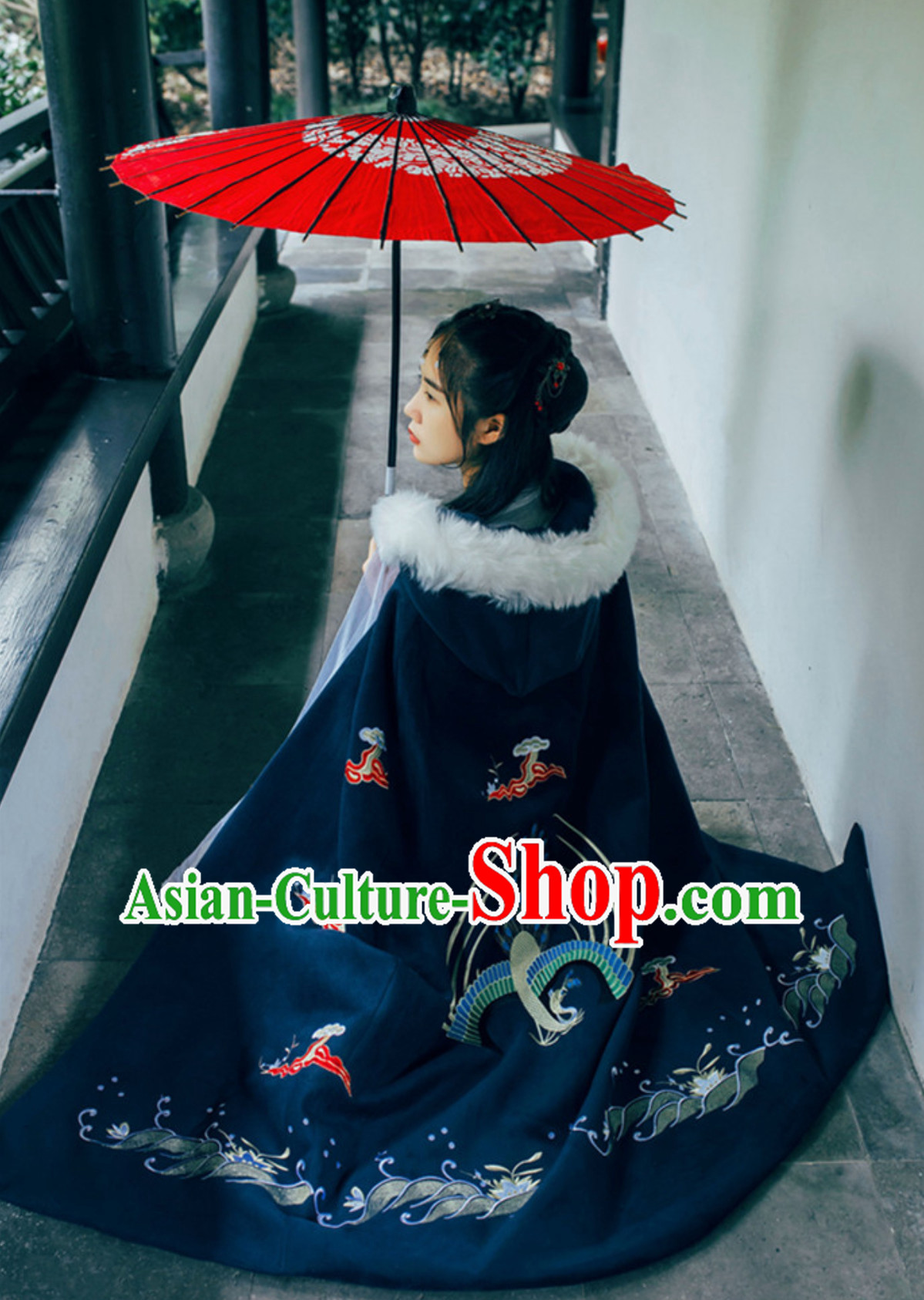 Ancient Chinese Style Black Embroidered Thick Winter Mantle Cape
