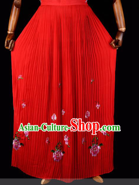Traditional China Beijing Opera Young Lady Hua Tan Costume Female Embroidered Red Pleated Skirt, Ancient Chinese Peking Opera Diva Embroidery Peony Dress Bust Skirt