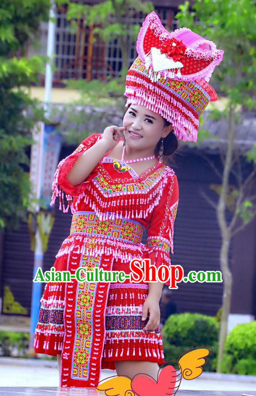 Traditional Chinese Miao Nationality Costume and Hat, Hmong Folk Dance Ethnic Red Pleated Skirt, Chinese Minority Nationality Embroidery Clothing for Women