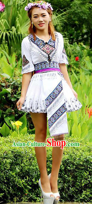 Traditional Chinese Miao Nationality Dance Costume, Hmong Female Folk Dance Ethnic White Short Pleated Skirt, Chinese Minority Nationality Embroidery Clothing for Women