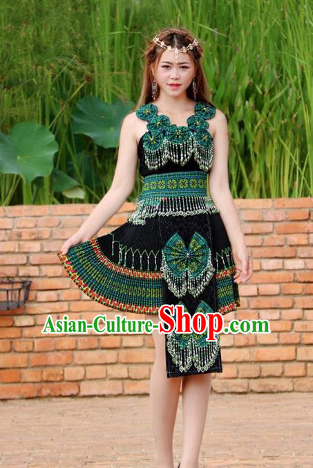 Traditional Chinese Miao Nationality Wedding Bride Costume, Hmong Folk Dance Ethnic Green Pleated Skirt, Chinese Minority Nationality Embroidery Clothing for Women