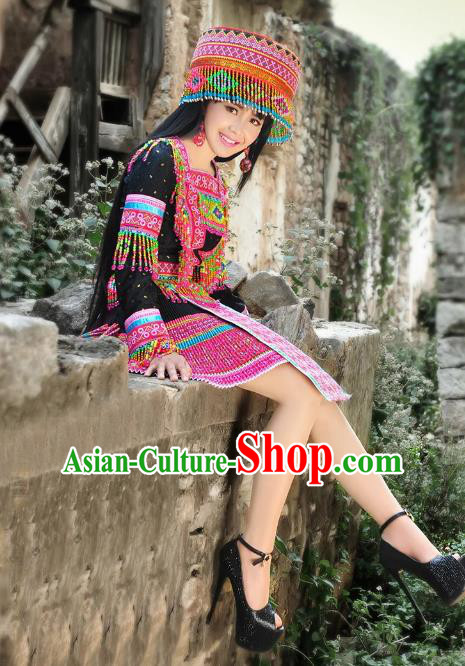 Traditional Chinese Miao Nationality Wedding Bride Costume Black Pleated Skirt, Hmong Folk Dance Ethnic Chinese Minority Nationality Embroidery Clothing and Headwear for Women