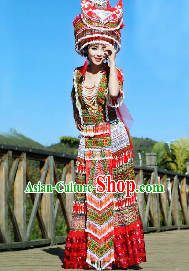 Traditional Chinese Miao Nationality Wedding Veil Costume Embroidered Red Pleated Dress and Hat, Hmong Folk Dance Ethnic Chinese Minority Nationality Embroidery Clothing for Women