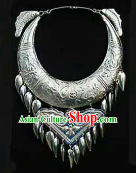 Chinese Traditional Miao Nationality Jewelry Accessories Ethnic Sliver Carving Necklace for Women