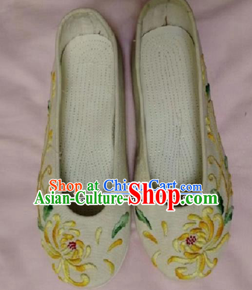 Chinese Traditional Hanfu Shoes Embroidered Chrysanthemum Shoes Handmade Cloth Shoes for Women