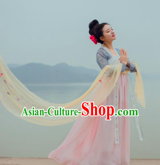 China Traditional Tang Dynasty Imperial Concubine Costume Ancient Palace Lady Embroidered Dress for Women