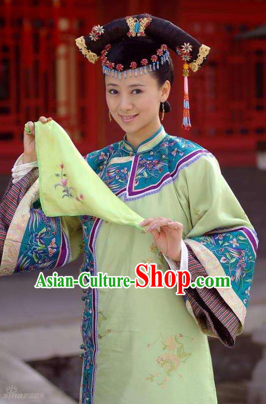 Chinese Ancient Qing Dynasty Kangxi Imperial Consort Embroidered Manchu Historical Costume for Women