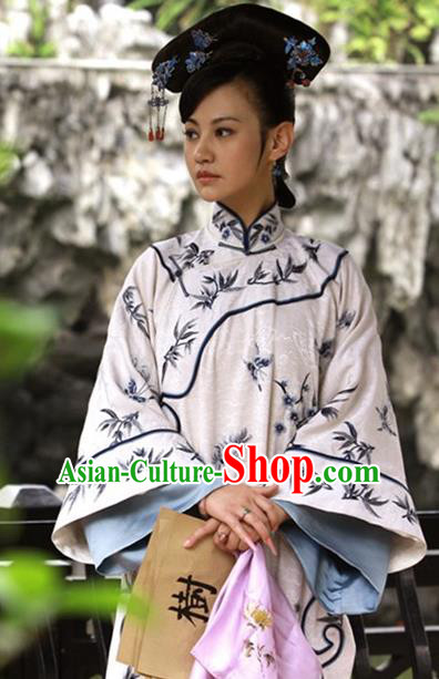 Ancient Chinese Qing Dynasty Manchu Imperial Consort Embroidered Historical Costume for Women