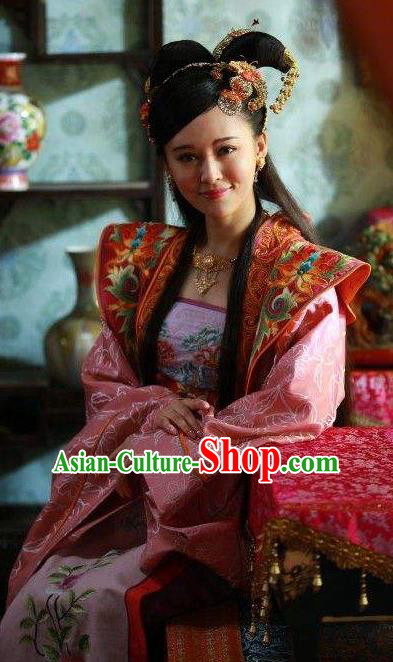Chinese Ancient Ming Dynasty Princess Dress Embroidered Replica Costume for Women
