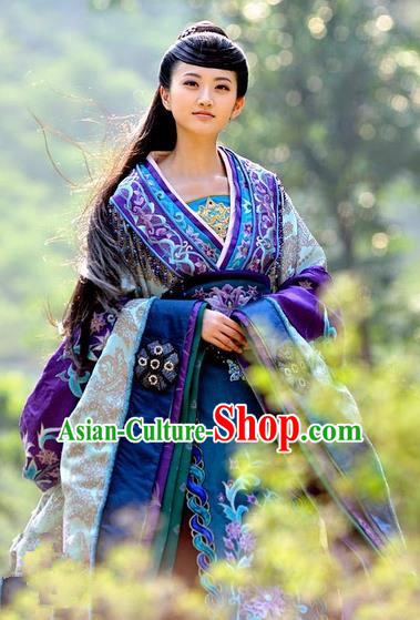 Chinese Warring States Period Ancient Princess Hanfu Embroidered Costume for Women
