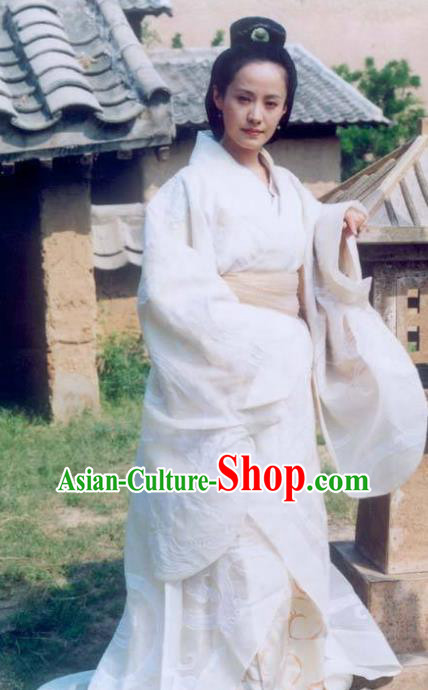 Chinese Ancient Han Dynasty Calligrapher Litterateur Cai Wenji Hanfu Dress Replica Costume for Women