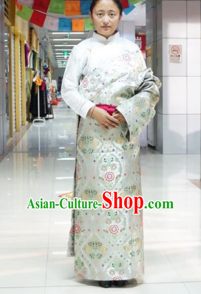 Chinese Zang Nationality White Tibetan Robe, China Traditional Tibetan Ethnic Heishui Dance Costume for Women