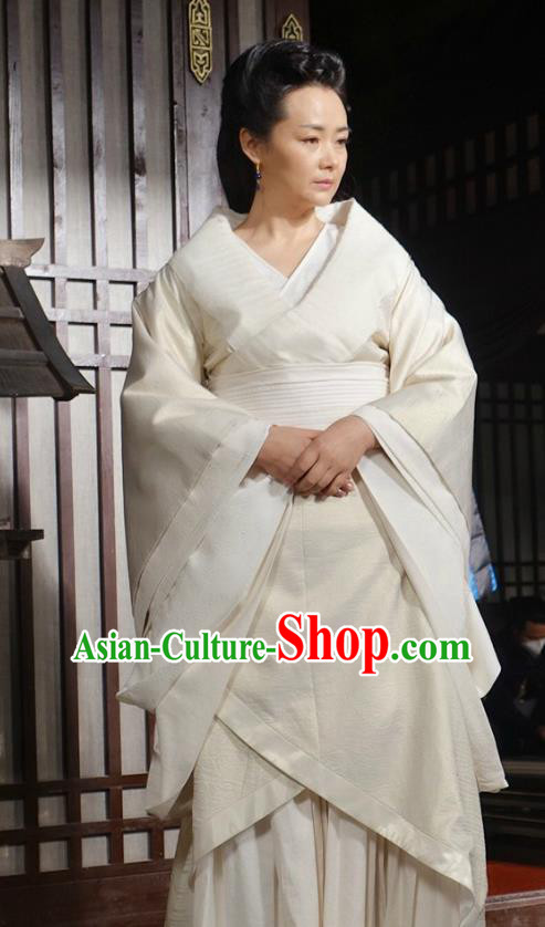 Traditional Chinese Ancient Qin Dynasty Empress Dowager Embroidered Historical Costume for Women