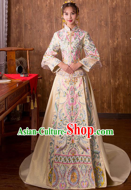 Chinese Traditional Bridal Xiuhe Suit Embroidered White Trailing Wedding Dress Ancient Bride Cheongsam for Women