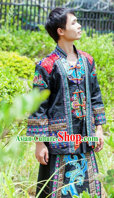 Chinese Traditional Yi Nationality Male Embroidered Costume for Men