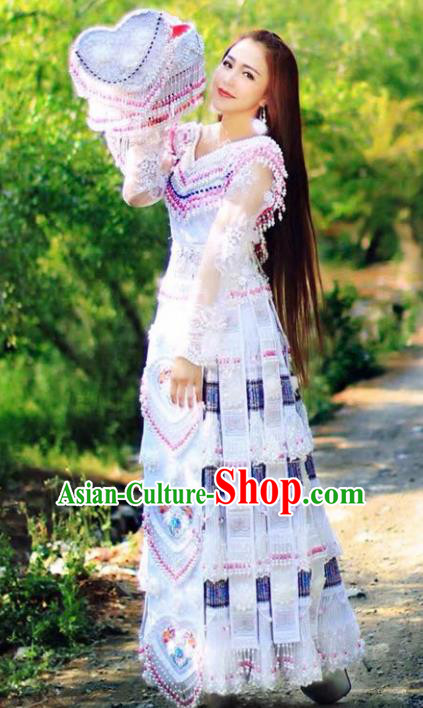 Traditional Chinese Bai Minority Wedding Costumes Embroidered White Dress and Headwear for Women