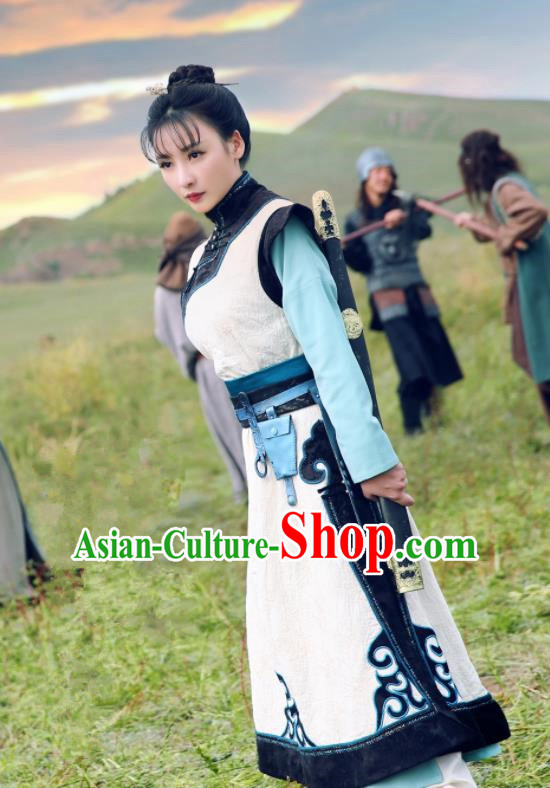 Chinese Ancient Drama Swordswoman Hanfu Dress Traditional Ming Dynasty Heroine Replica Costumes for Women
