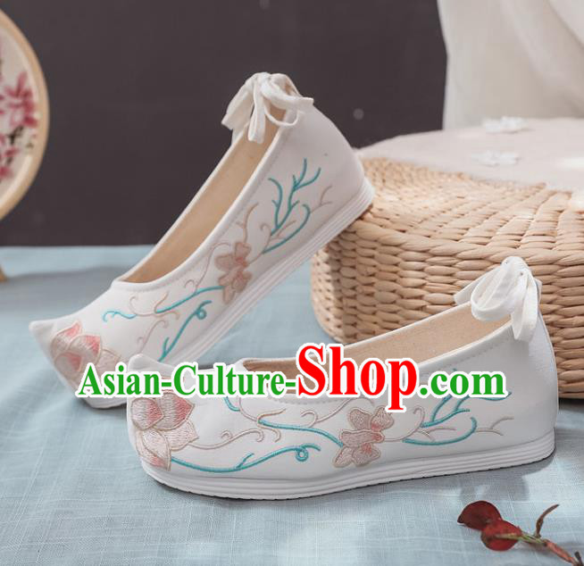 Traditional Chinese Wedding Shoes Opera Shoes Ancient Princess Shoes Hanfu Shoes White Embroidered Shoes for Women