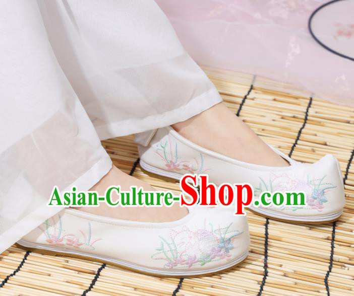 Traditional Chinese National Embroidered Orchid White Shoes Ancient Princess Cloth Shoes Handmade Hanfu Shoes for Women