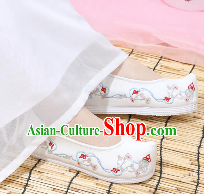 Traditional Chinese National White Embroidered Plum Shoes Ancient Princess Shoes Handmade Hanfu Shoes for Women